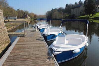 Location de bateaux électriques sur le quai fluvial de Josselin